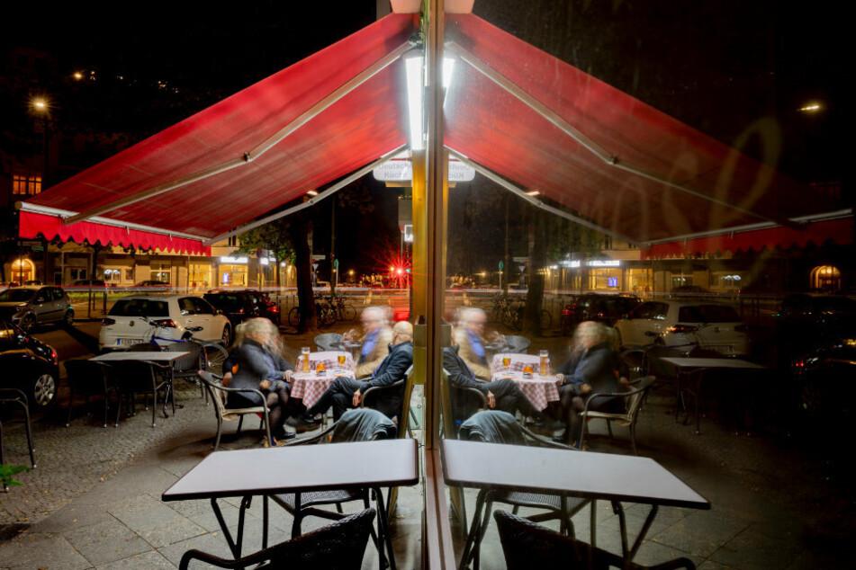 Berliner Gastronomen wollen mit Eilantrag Sperrstunde kippen