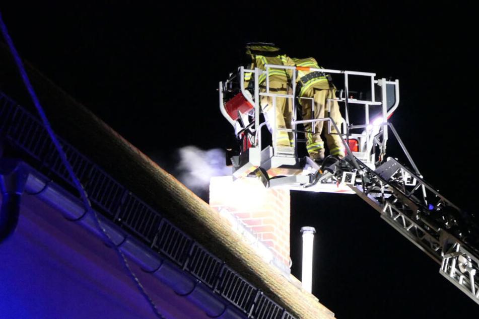 Kurioser Einsatz bei Grimma: Feuerwehr rückt an, weil der Schornstein brennt