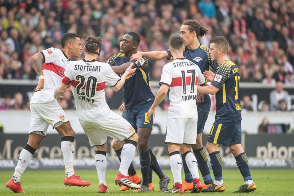 Die Spieler des VfB und von RB hatten sich nicht nur einmal in den Haaren.