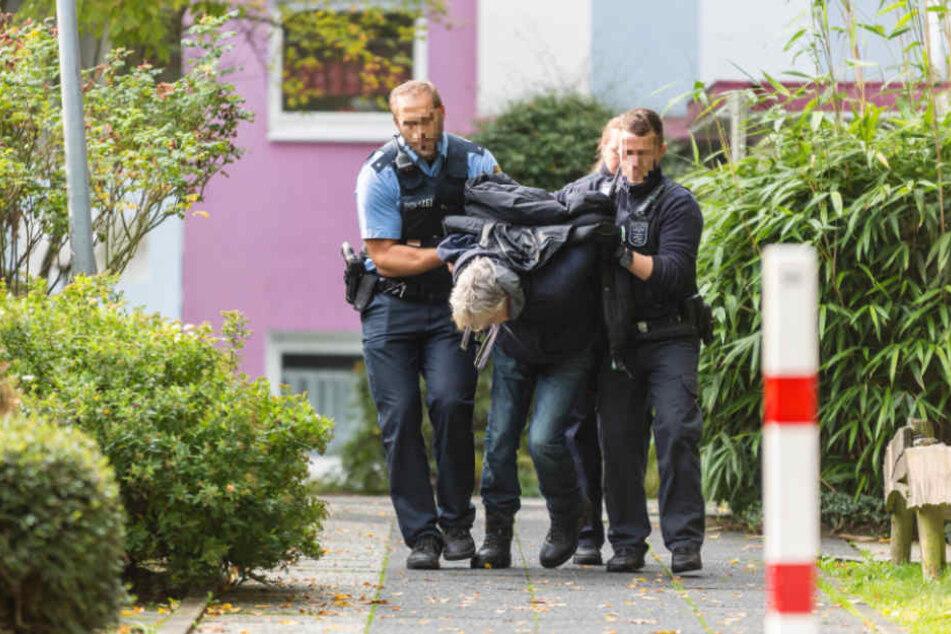 67-jähriger Mitbewohner bedroht Frau mit Schusswaffe