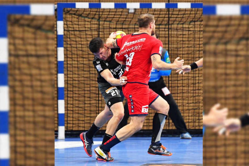 Das tat weh: Philip Jungemann bekam von Bietigheims Weltmeister Michael Kraus den Ellenbogen gegen den Kopf. Kraus kam ohne Strafe davon.