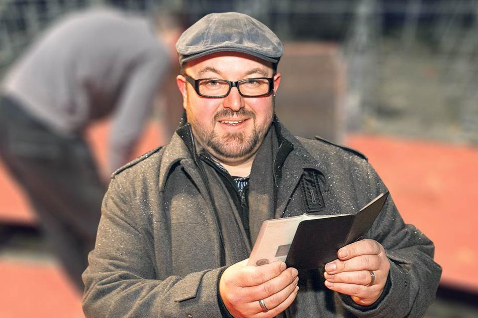 Zirkus-Sprecher Dirk Porn fand im Müll auch eine Kfz-Zulassung einer jungen Dresdner Autofahrerin.