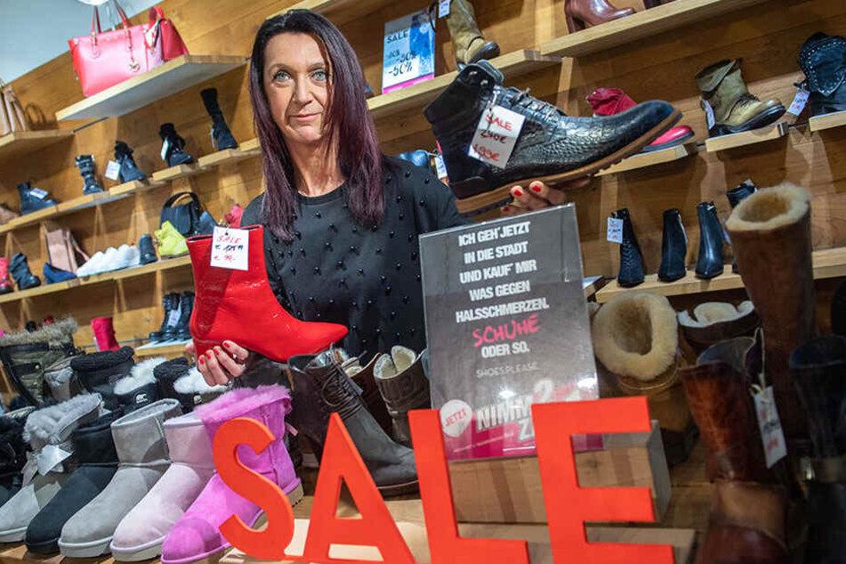 99 statt 129,99 Euro, 199 statt 240 Euro: Elke Lohse von Shoes Please zeigt ihre Schuh-Schnäppchen.