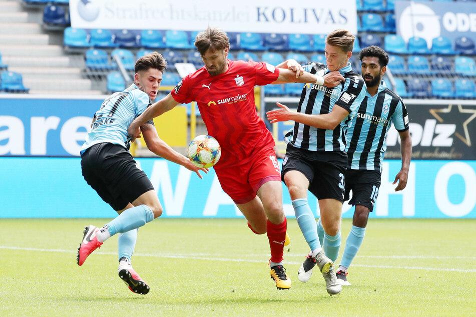 Zwickau Ronny König setzt sich gegen Gerrit Gohlke, Florian Flick und Mohamed Gouaida durch.