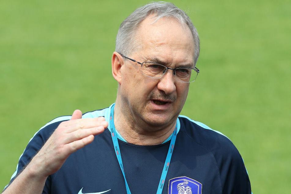 Uli Stielike ist Trainer von Tianjin Teda.