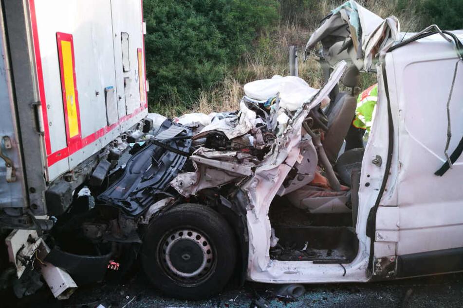 Drei Menschen sterben bei Horror-Unfall: Autobahn gesperrt!