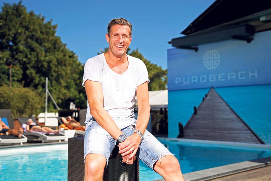 Partymacher Christian von Canal (49) muss wegen der geplanten Hafencity seine Lagerhallen räumen, verscherbelt dabei auch skurrile Raritäten.