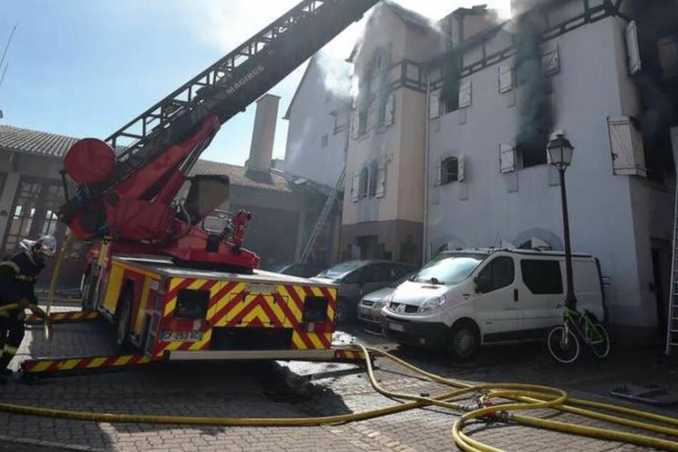 Medien: Verdächtiger gesteht Brandstiftung im Elsass