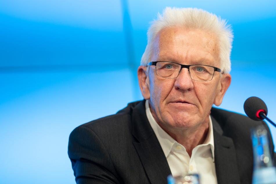 Trotz Corona: Kretschmann verabschiedet alte Regierung im Neuen Schloss
