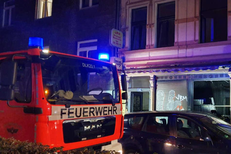 Die Feuerwehr vor Ort in der Annostraße.