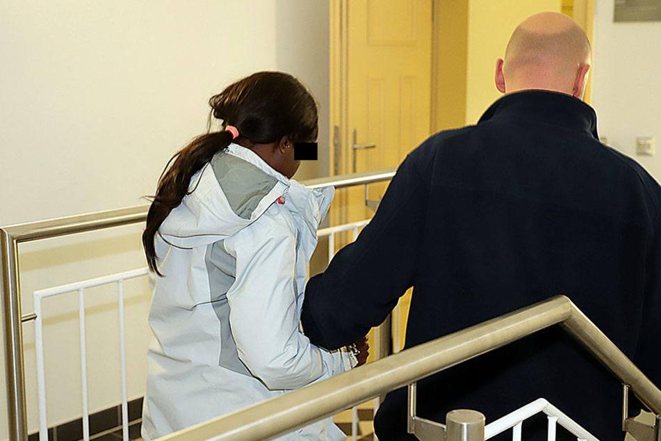 Susan A. (31) verließ das Gericht  mit Tränen in den Augen - sie kassierte lebenslang.
