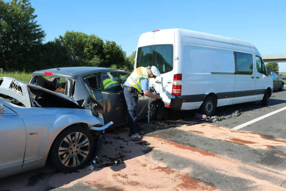 Vier Autos und ein Transporter waren in diesen Crash verwickelt.