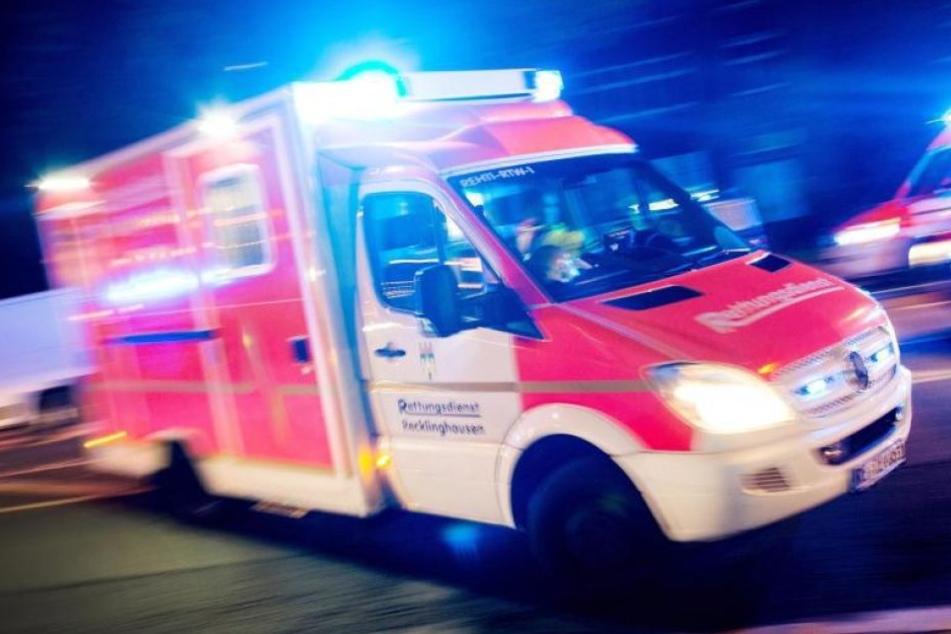 Der 72-jährige Rentner hatte schwere Verletzungen und musste vom Rettungsdienst versorgt werden. In Lebensgefahr schwebt er aber nicht.