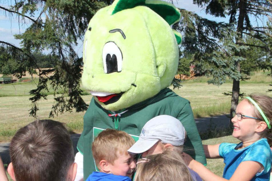 Die Kinder lieben das AOK-Maskottchen Jolinchen.