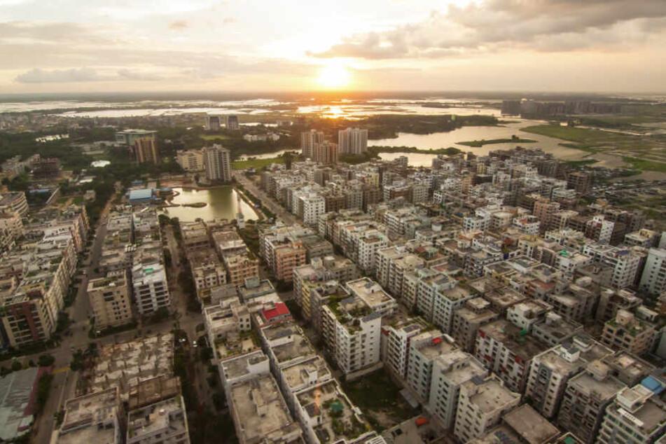 Bangladesch,Dhaka: In Erwartung eines Wirbelsturmes haben die Behörden mehr als 50.000 Freiwillige und etwa 5.000 Unterkünfte bereitgestellt, um gegen die Folgen anzukämpfen.