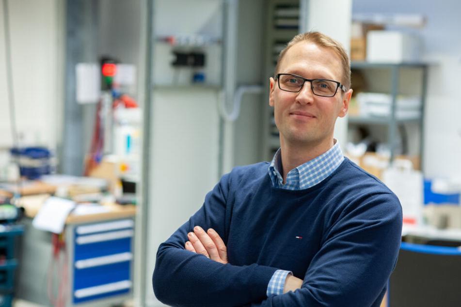 Michael Barnitzki (42), Chef der Omexom Ebehako GmbH sucht Elektroniker-Lehrlinge, die auch Abitur machen wollen.
