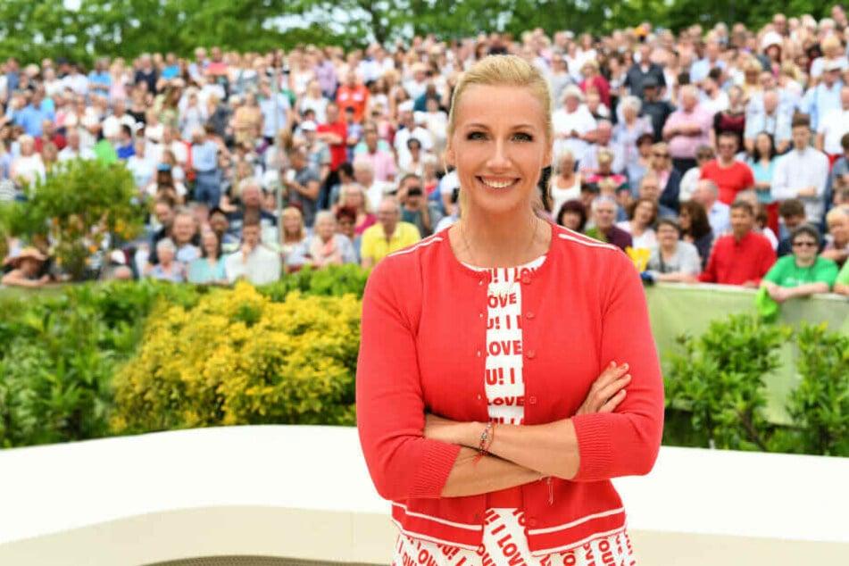 """In der """"Fernsehgarten""""-Ausgabe am Sonntag ist der sonst immer gut gelaunten Andrea Kiewel das Lachen vergangen."""
