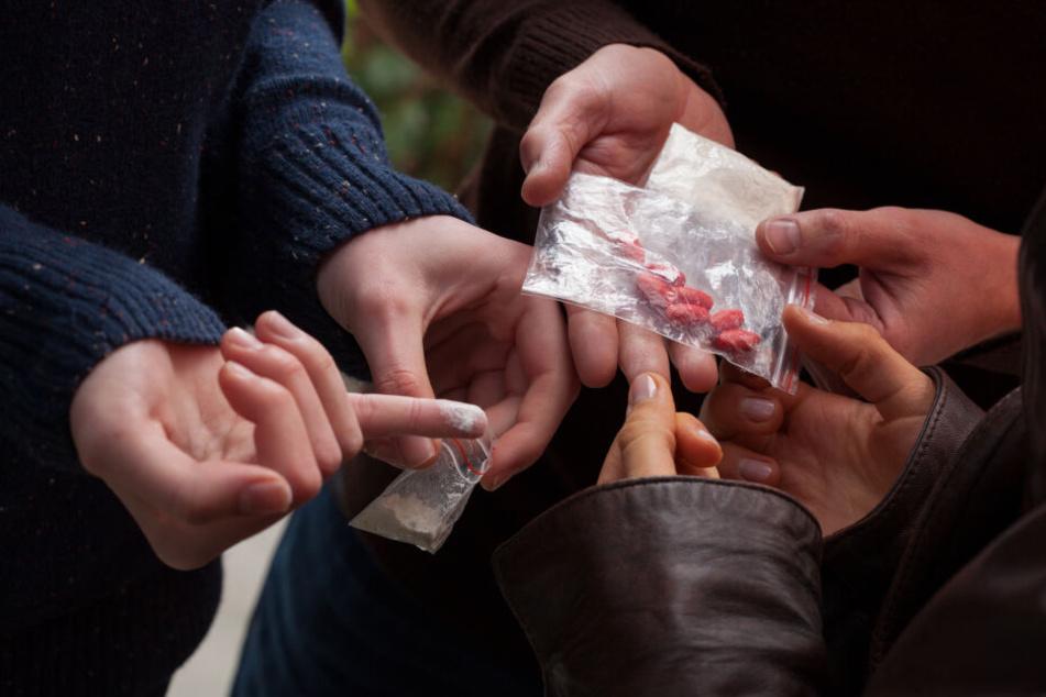Der 24-Jährige wollte Drogen kaufen. Der Dealer forderte jedoch mehr Geld. (Symbolbild)