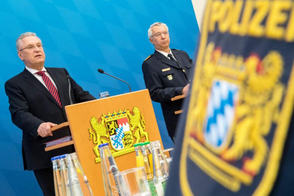 Joachim Herrmann (l.) wird den Bericht des Verfassungsschutzes vorstellen.