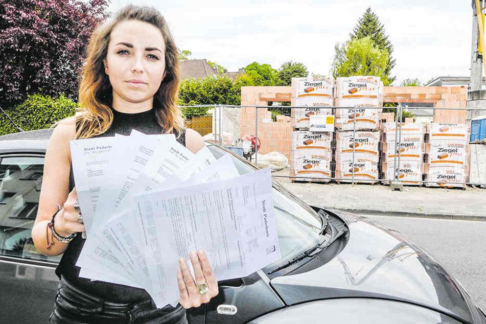 Fabienne (25) ärgert sich über die Post von der Stadt.