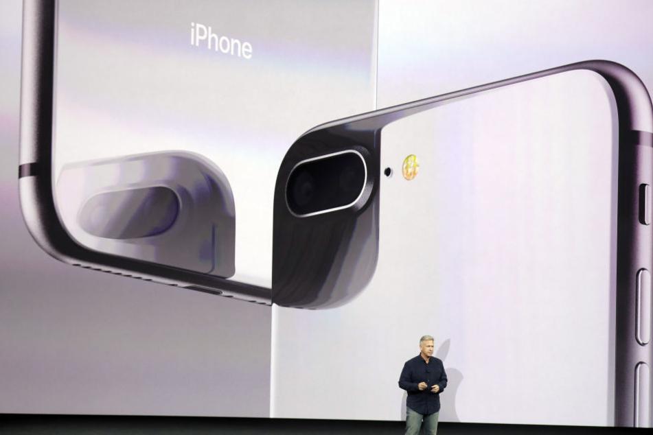 Vize-Marketing Chef Phil Schiller präsentiert die neuen Produkte. Hier das iPhone 8.