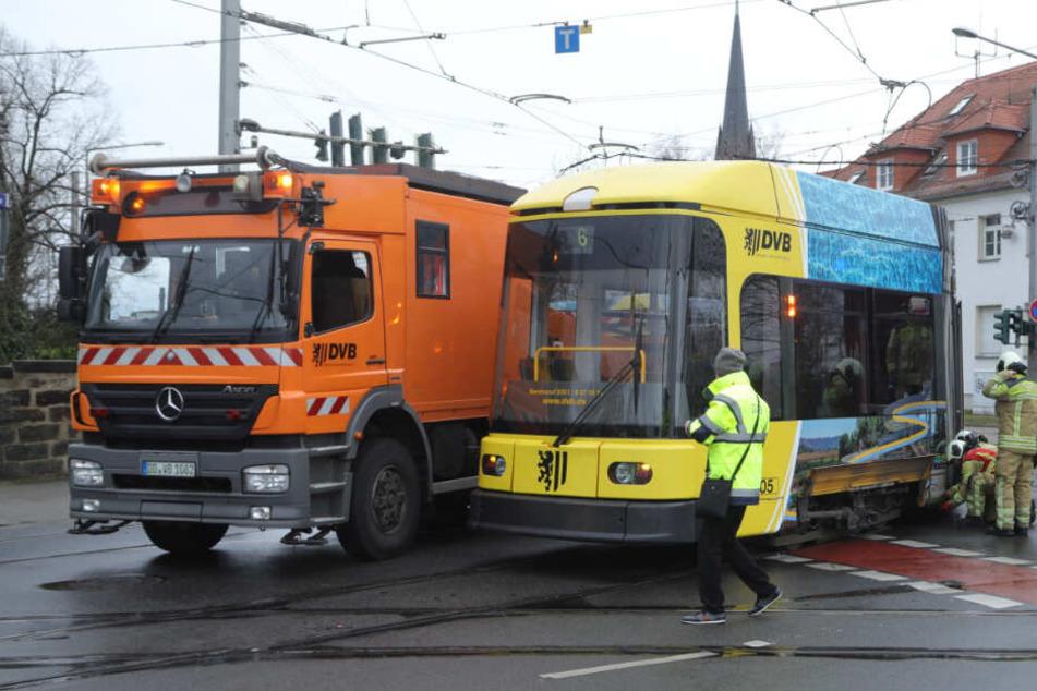 Entgleiste Straßenbahn sorgt in Dresden-Leuben für Behinderungen