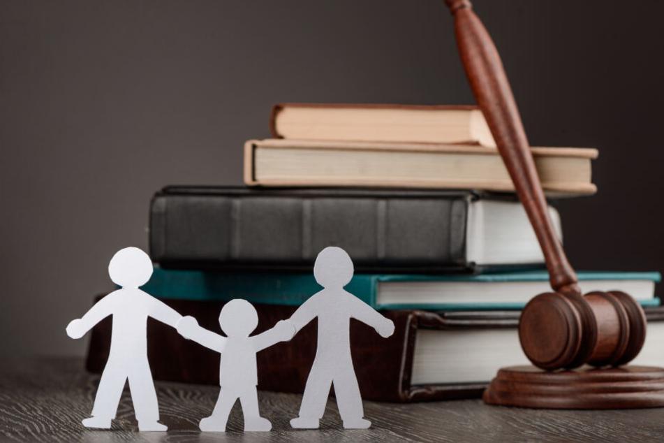 Klage abgelehnt: Die Eltern sollen für ihr ehemaliges Adoptivkind etwa 219.000 Euro bezahlen (Symbolbild).