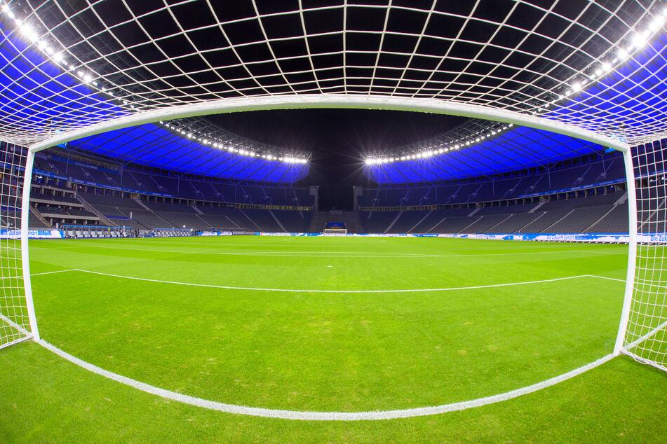 Das leere Berliner Olympiastadion. Wann hier und in den anderen Arenen wieder Zuschauer dabei sein werden, steht noch immer in den Sternen.