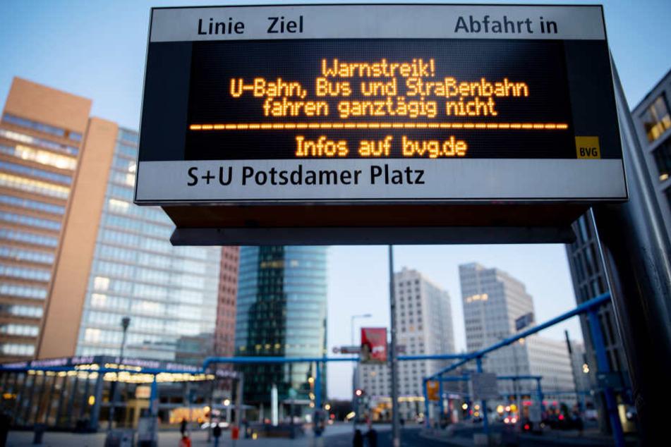 Pünktlich um drei Uhr begann der Streik der BVG.