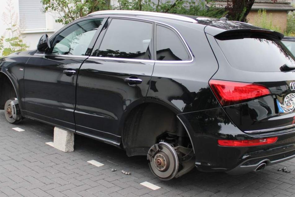 Diebe bocken Audi auf und klauen Reifen samt Felgen!