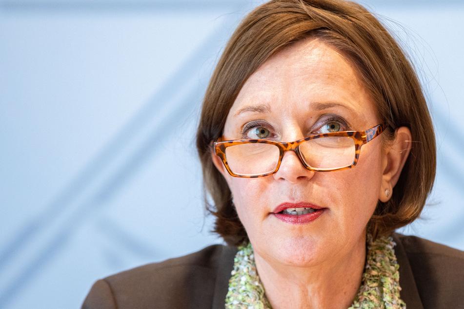 Schulministerin Yvonne Gebauer (54, FDP) merkt an, dass die Impfungen für andere Lehrkräfte ein wichtiger Schritt in die richtige Richtung seien.