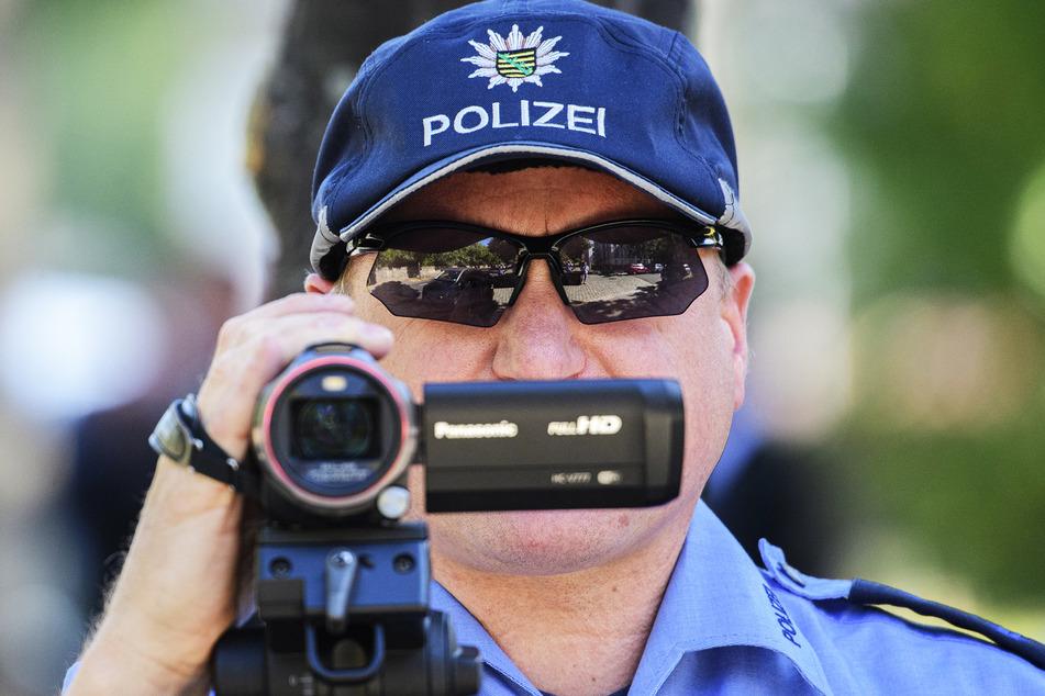 Per Videokamera filmte die Polizei den Verkehr.