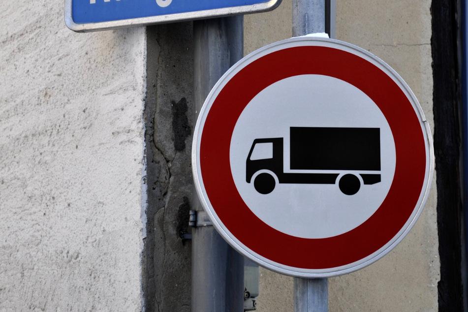 Künftig gilt für Laster auf der S36: Wir müssen draußen bleiben. Ausgenommen ist der Lieferverkehr.