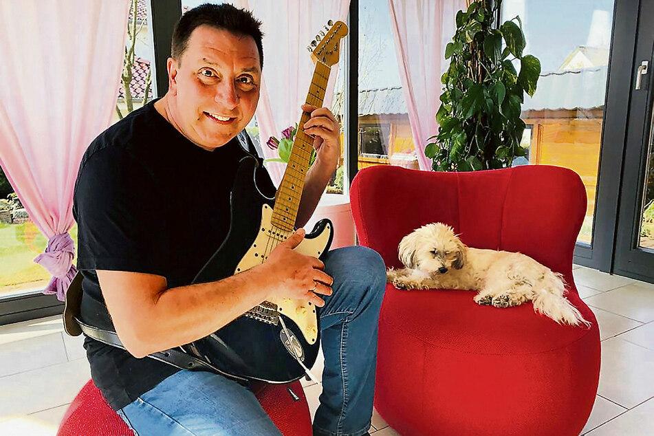 """""""Mein Hund ist nicht mehr so schnell. Er konnte nicht weglaufen"""", witzelt Thomas Böttcher (54) über seine Qualifikation als Sänger."""