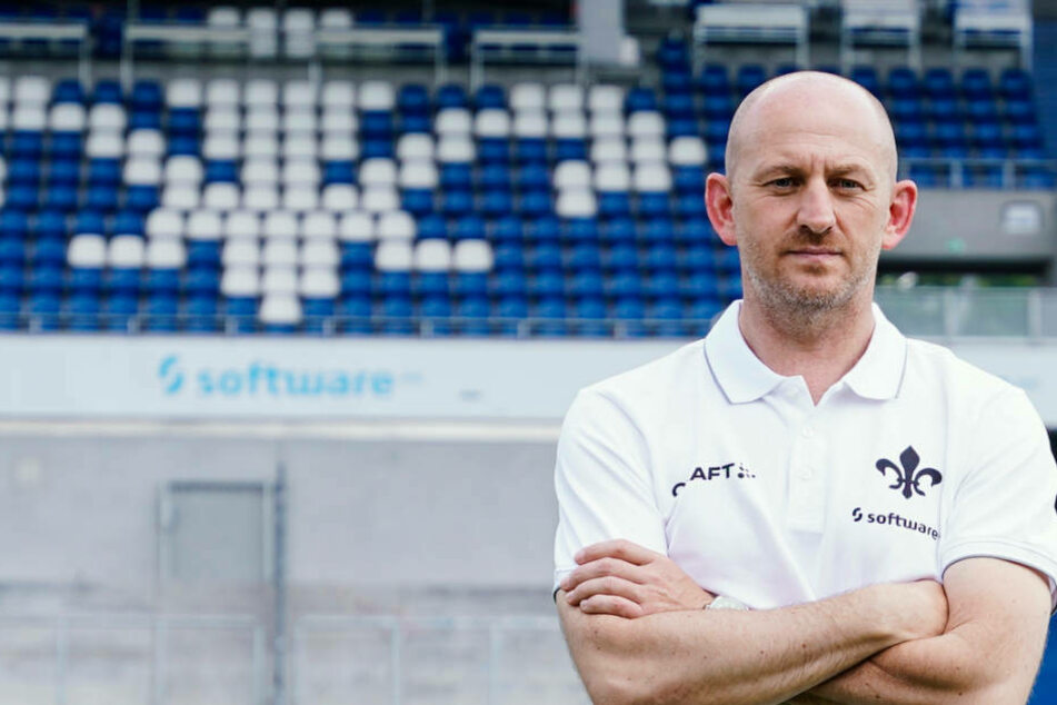 Gleich bei seinem ersten Pflichtspiel mit dem SV Darmstadt 98 muss der neue Trainer Torsten Lieberknecht (479 mit großen Personalproblemen kämpfen.