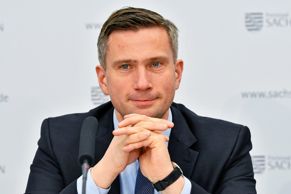 Martin Dulig (46, SPD) will mit einer neuen Werbekampagne die Sachsen zum Einkaufen im Geschäft vor Ort bewegen.