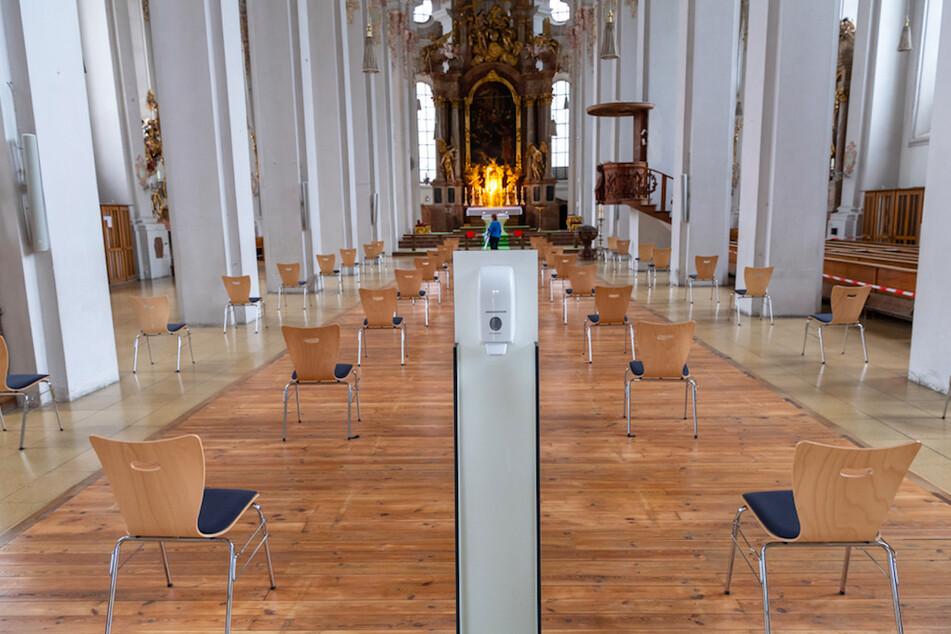 Während Corona sind Gottesdienste nur sehr eingeschränkt möglich, deshalb gehen Pfarrer digital.