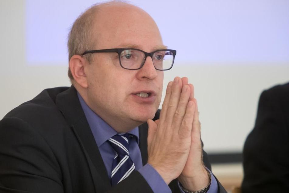Kämmerer Sven Schulze (46, SPD) will für das Schulbauprogramm 120 Millionen Euro in die Hand nehmen.