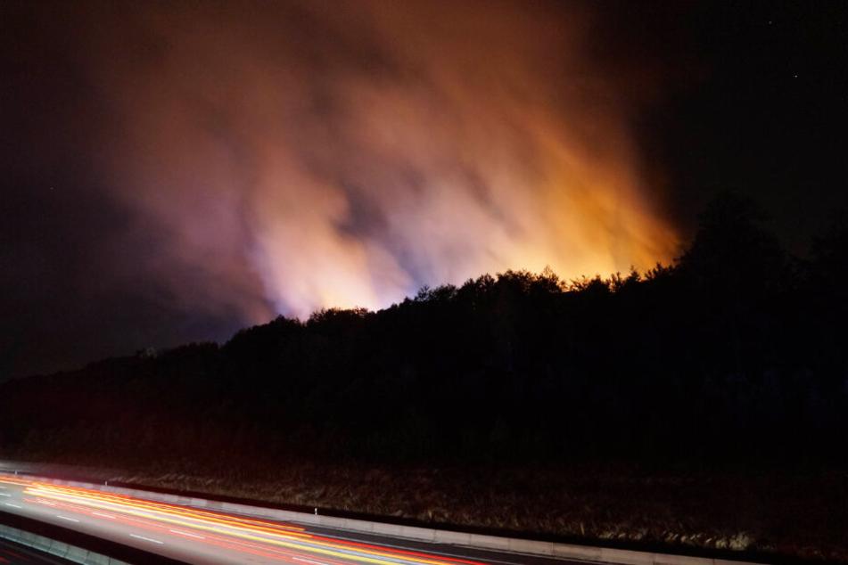 Das Feuer war von der nahen Autobahn aus zu sehen.