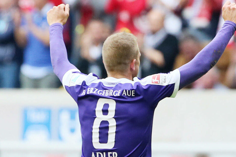 Bis er wieder so mit den FCE-Fans seine Tore bejubeln kann, vergehen noch vier lange Monate. Im Januar will Nicky Adler wieder fit sein.
