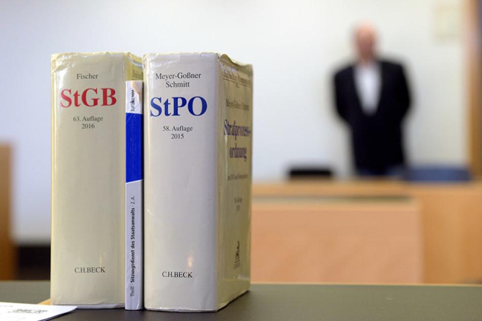 Am Donnerstag wurde in Augsburg ein Polizist zu einer 6000-Euro-Strafe verurteilt.