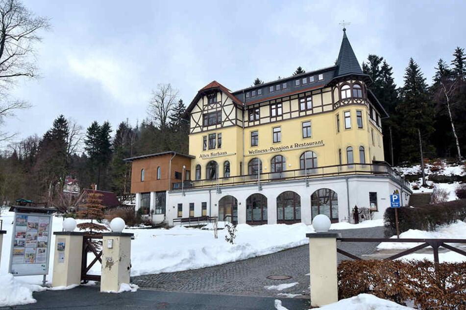 """""""Geschäftsbetrieb reduziert"""": Im """"Alten Kurhaus"""" in Lückendorf wird im Restaurant der Wellness-Pension (4 Sterne) keine Laufkundschaft mehr bedient."""