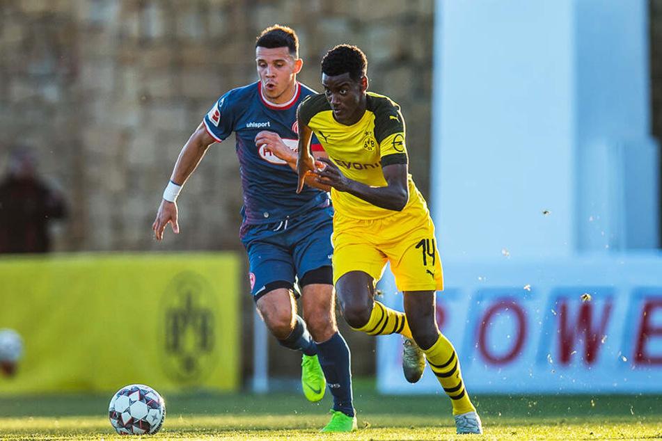Keine Chance auf Spielanteile: Alexander Isak (r.) wurde vom BVB für die Rückrunde an Willem II Tilburg ausgeliehen.