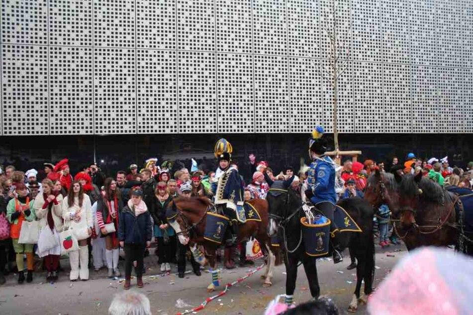 Die Familie Tillmann von Gut Neuhaus bei Neukirchen stellt ihre Pferde schon seit langer Zeit für die großen Rosenmontagszüge zur Verfügung.