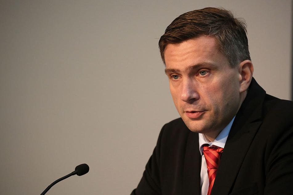 Sachsens Verkehrsminister Martin Dulig (43, SPD) holzt gen Berlin. Bei  Schienenverbindungen werde Sachsen benachteiligt.