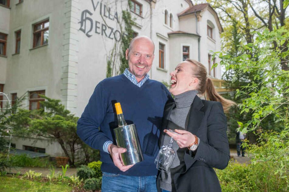 Die Pächter Dieter Maiwert (59) und Madeleine Maaßen (40) freuen sich auf  ihre neue Villa Herzog. Sie übernehmen auch das Hotel.