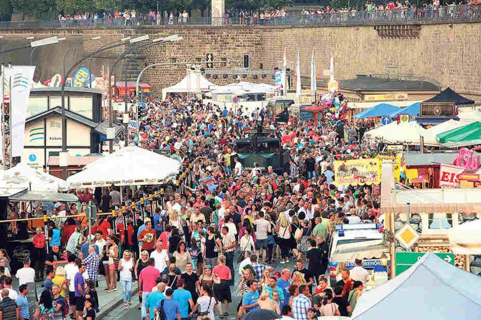 Über eine halbe Million Besucher werden erwartet.Auf dem Terrassenufer wird es traditionell eng.