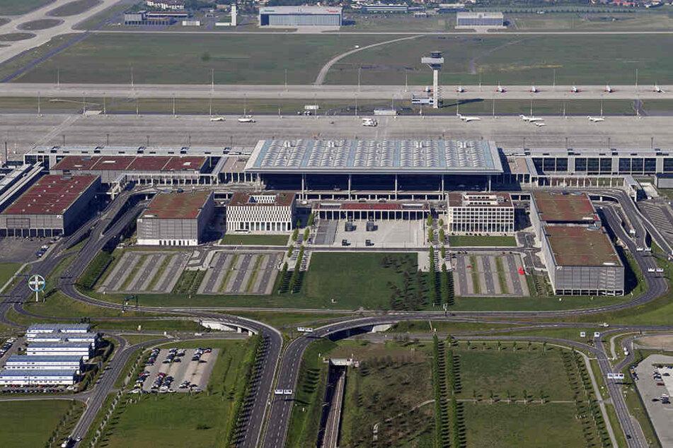 BER-Drama geht weiter: Jetzt ist der Flughafen auch noch zu klein!