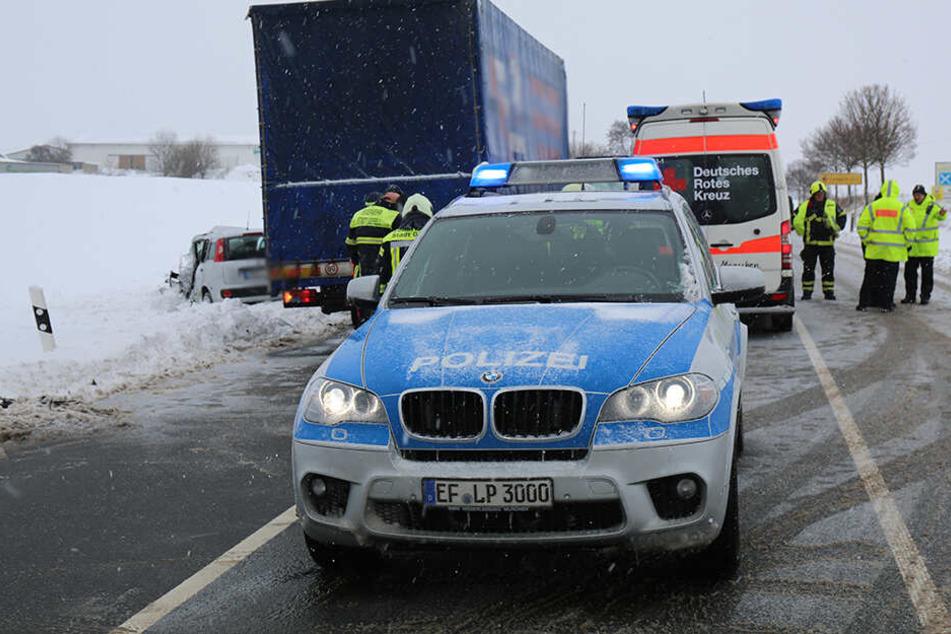 Die Bundesstraße 90 musste auf Höhe Frössen in beide Fahrtrichtungen gesperrt werden.