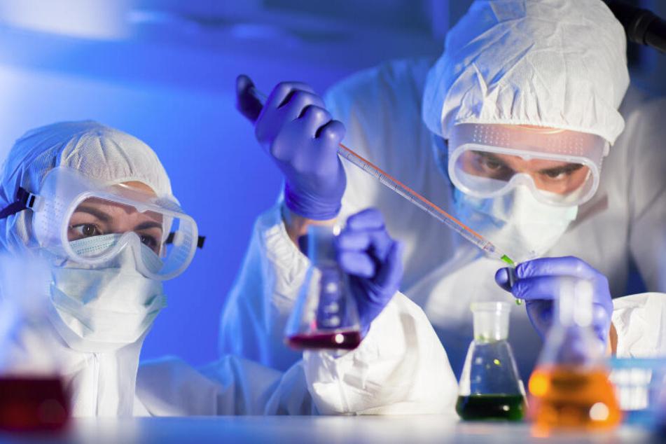 Chemie-Unfall in Werk: Dutzende Menschen müssen behandelt werden!